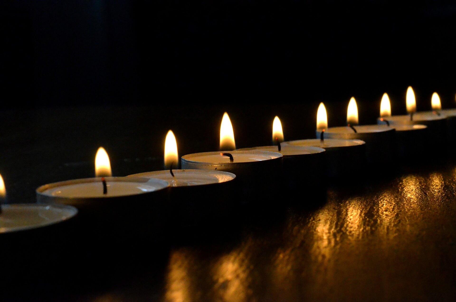 teelichter-trauerphasen-nach-fehlgeburt-gedankenbalsam